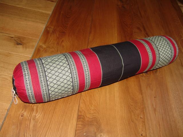 """Nackenkissen TK0008-04 Nackenrolle """"Gross"""" Farbe: schwarz/dunkelrot/Blume Thaikissen gefüllt mit 100% Kapok"""