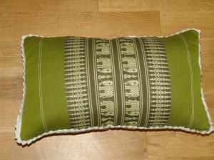 TK0024-10 Thaikissen Sofakissen Farbe: grün / olivgrün / Elefant Füllung aus 100% Kapok Masse: 45 x 25 x 15cm