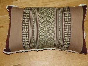 TK0024-12 Thaikissen Sofakissen Farbe: dunkelbraun / braun / Blume Füllung aus 100% Kapok Masse: 45 x 25 x 15cm