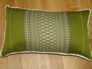 TK0024-28 Thaikissen Sofakissen Farbe: grün / Blume 100% Füllung aus Naturfaser Kapok Masse: 45 x 25 x 15 cm