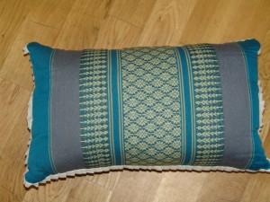 TK0024-29 Thaikissen Sofakissen Farbe: Meerblau / Blume Füllung aus 100% Kapok Masse: 45 x 25 x 15cm