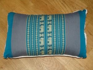 TK0024-44 Thaikissen Sofakissen Farbe: Meerblau / Elefant Füllung aus 100% Kapok Masse: 45 x 25 x 15cm