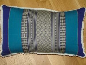 TK0024-49 Thaikissen Sofakissen Farbe: dunkelblau / blau / Blume Füllung aus 100% Kapok Masse: 45 x 25 x 15cm