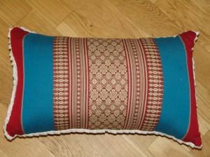 TK0024-52 Thaikissen Sofakissen Farbe: dunkelrot / hellblau / Blume Füllung aus 100% Kapok Masse: 45 x 25 x 15 cm